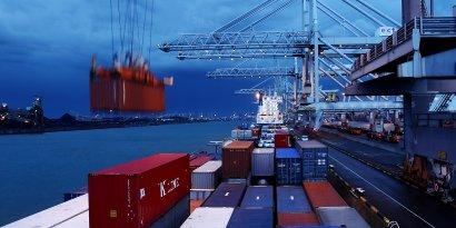 """""""Zeit im Fluss. Mit dem Containerschiff von Basel nach Rotterdam"""" im Alten Schiffshebewerk"""