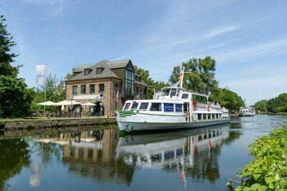 Hafenrundfahrt Duisburg mit Besuch Museumsschiff Oscar Huber
