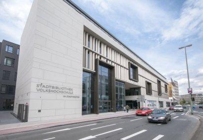 Duisburger Akzente: THEA DORN: DEUTSCH – NICHT DUMPF. EIN LEITFADEN FÜR AUFGEKLÄRTE PATRIOTEN in der Zentralbibliothek