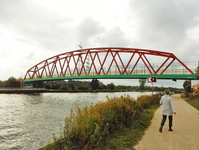 Allee-Straßenbrücke