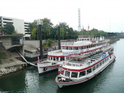 Bergische Kaffeetafel Fahrt der Weissen Flotte Duisburg