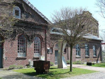 """Ilsuk Lee Kunstausstellung """"The Line"""" Künstlerzeche Unser Fritz, Herne"""