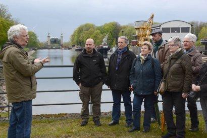 Führung für hörende und gehörlose Besucher im Schiffshebewerk Henrichenburg