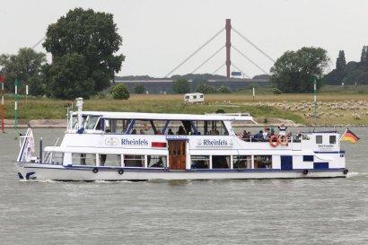 Schiffsparade KulturKanal 2018, auf der Rheinfels, ab Duisburg und Oberhausen