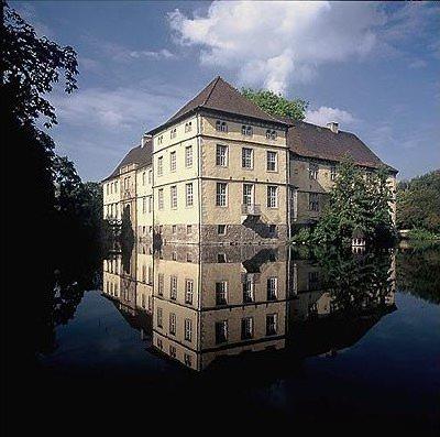 Emschertal-Museum, Standort: Schloss Strünkede
